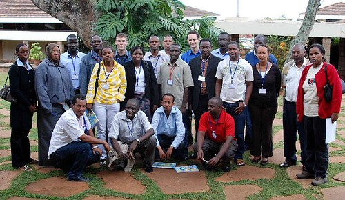 Oct/2009 - Participants of the BIO-EARN/BecA Hub/CIMMYT workshop on Molecular Marker-assisted breeding and data analysis that concluded on 16 Oct 2009 (photo credit: ILRI/Ibutari).
