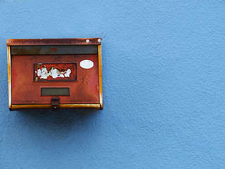 Mailbox on a blue wall | by tanakawho