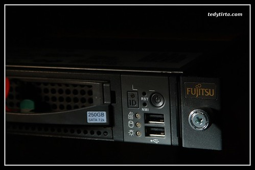 Fujitsu Primergy RX100 (front right) | by tedytirta