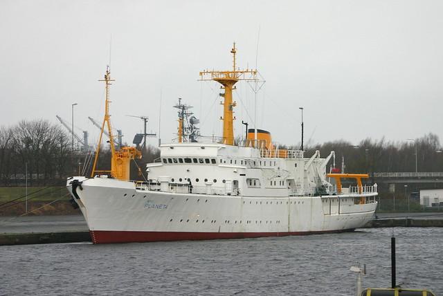 Deutsche Marine: ex Wehrforschungsschiff Klasse 750 FGS A 1450 PLANET im Verbindungshafen