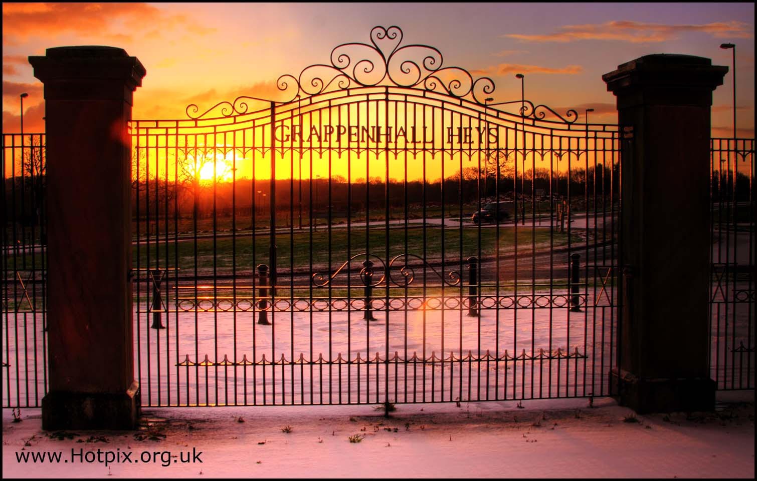 Grappenhall Heys,Grappenhall,Heys,sunset,winter,snow,snowy,scene,christmas,xmas,gate,gates,purple,gold,sun,set,rise,village,cheshire,england,britain,north,west,warrington,house,housing,estate,development,scheme,community,residential,astor,drive,stansfield,lichfield,lumbbrook,road,new,lane,tony,smith,tonysmith,hotpix,hotpixuk,tdk,tdktony,\u96ea,sneeuw,neige,Schnee,\u0441\u043d\u0435\u0436\u043e\u043a,nieve,HDR,high dynamic range,Hotpicks,hotpics,hot,pics,pix,picks,highway,hotpix.freeserve.co.uk