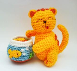 Tiny kitty cat amigurumi pattern - Amigurumi Today | 292x320
