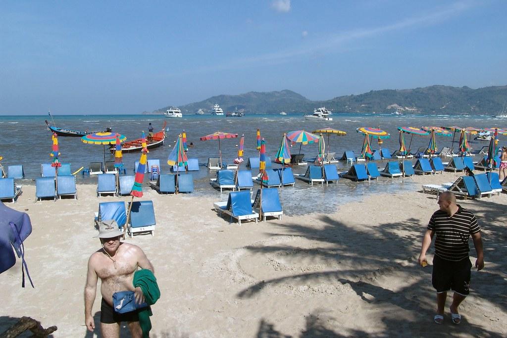 tsunami patong phuket 2004 tsunami wave on its way