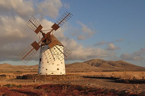 Windmill (Fuerteventura)   by Guillermo Fdez