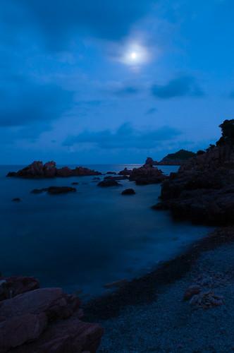 ocean italien sea italy moon mond coast meer wasser europa europe sardinia shore coastline sardinien mediterraneansea küste tyrrheniansea mittelmeer ogliastra gewässer tyrrhenischesmeer stretchofwater marinadigairoog