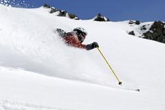 Slunce stoupá, rychlost oblouků účastníků taky. Na tomhle je zachycený Jura, korektor časopisu SNOW.
