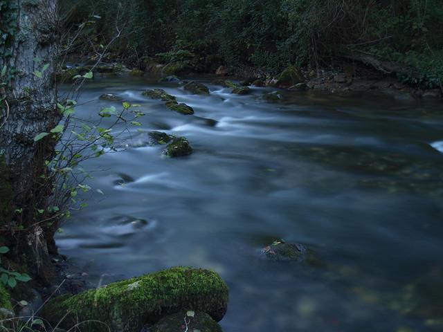 Atardece en el río Cubía