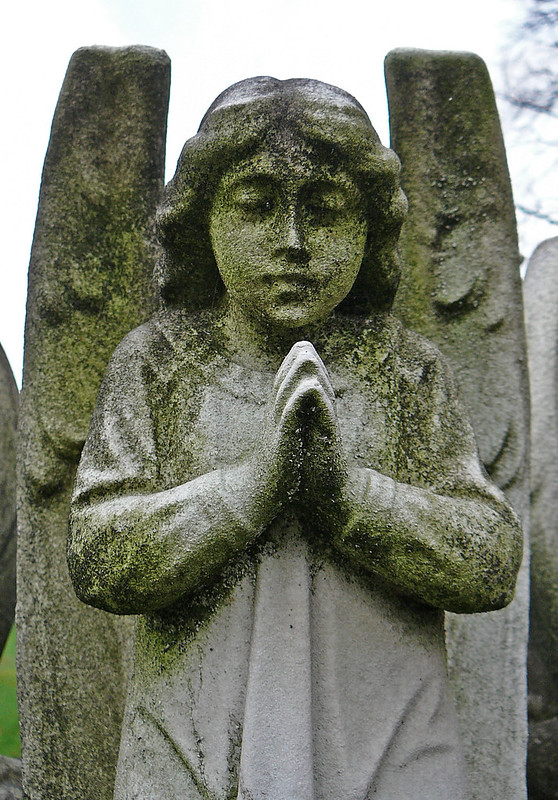 Grave detail - angel
