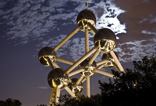 The Atomium between Jupiter and a lovely Full Moon, Brussels (B)