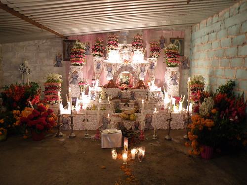 PA310339 Ofrenda dedicada a la Sra Verónica Silba Morales Huaquechula Puebla por LAE Manuel Vela