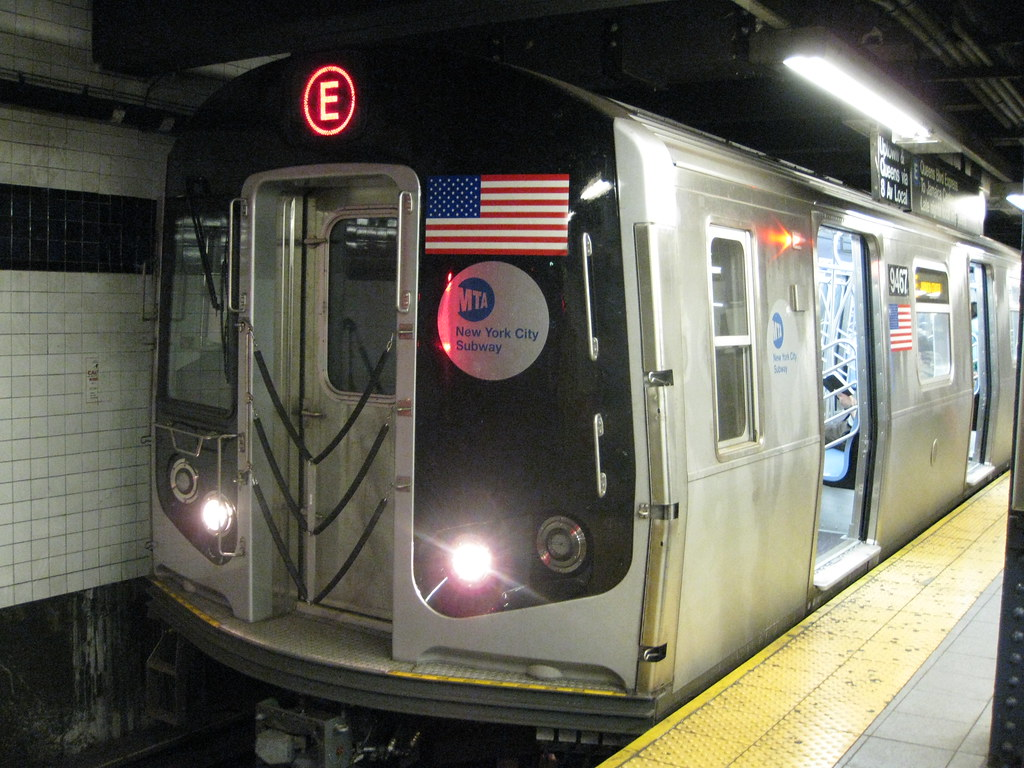 MTA NYC Subway R160 on (E) | A MTA New York City Subway R160