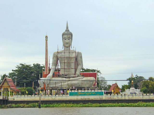 Buddha image by the Chao Phraya river opposite Ko Kret island