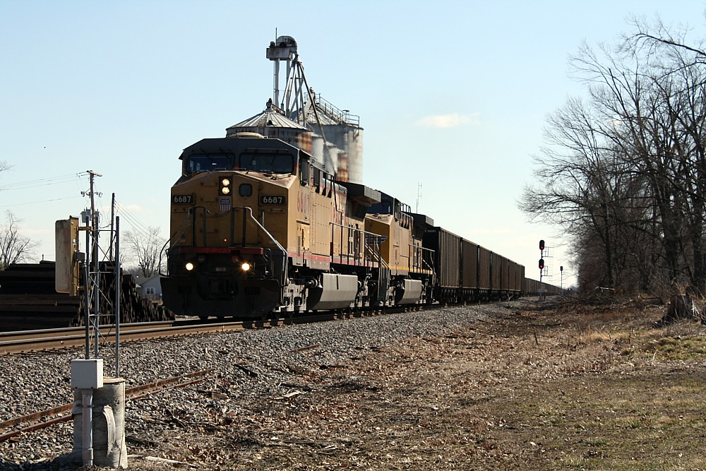 2009-2-22 - 37 - UP 6687, 6001 - Northbound coal train - Mermet, IL - Mary Rae McPherson photo
