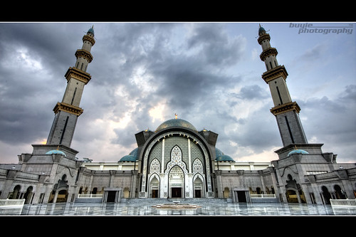 Photographing Masjid Wilayah | by buyie - think and shoot !