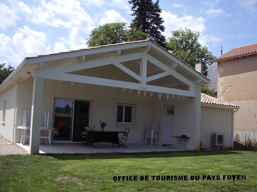 Façade maison avec terrasse couverte | Location saisonnière ...