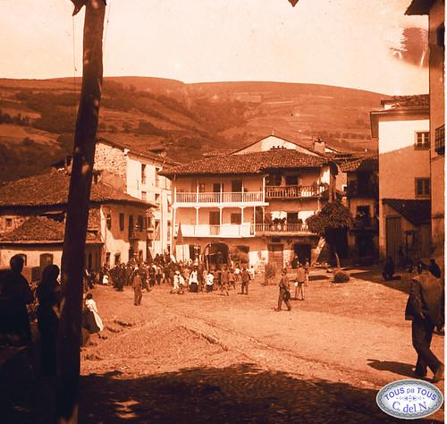 """""""El Mercáu"""" o plaza de Toreno"""