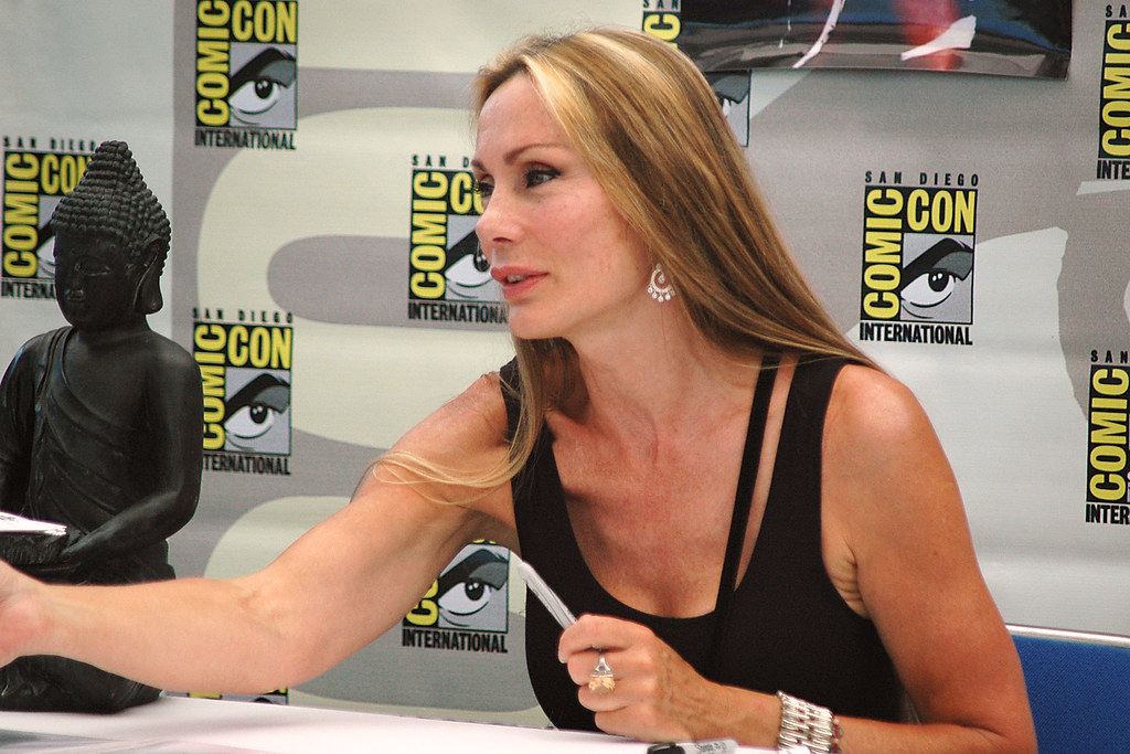 Virginia Hey look a like, Road Warrior and Farscape - 1,00