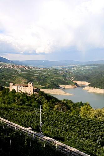 panorama lake verde green castle nature montagne landscape lago dam natura val di trento non castello cles paesaggio trentino diga