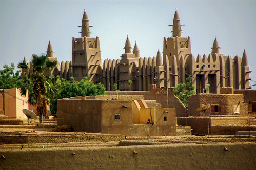 The Great Mosque of Djenné in Mali is the largest mud brick building in the world. | by www.ralfsteinberger.com