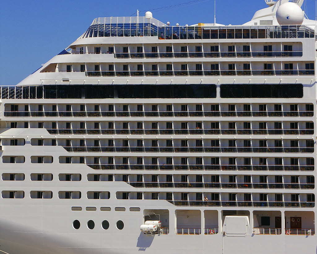 MSC Splendida, Detail | A detail of the 137,936 ton MSC ...