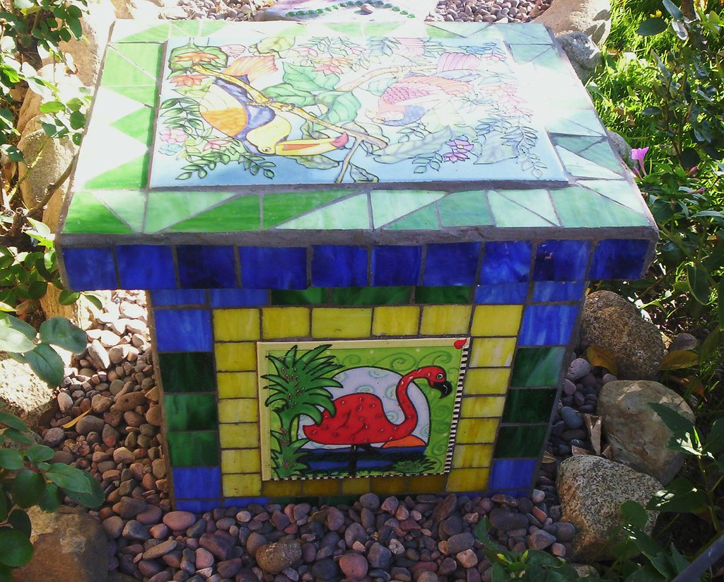 Brilliant Mosaic Garden Bench I Used 4 Cement Cinder Blocks As The S Ibusinesslaw Wood Chair Design Ideas Ibusinesslaworg