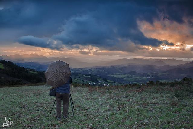Con paraguas y alegria