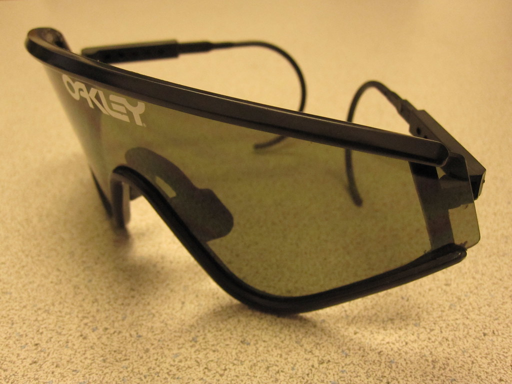 f3aee6638ba86 ... VINTAGE OAKLEY Factory Pilot Eye Shade Sun Glasses 1984