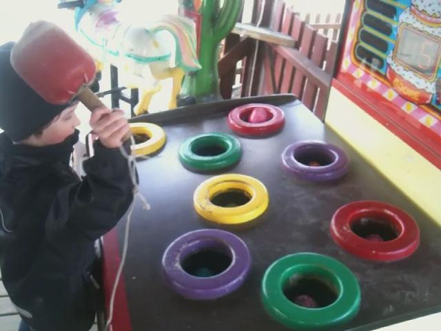 Abbe spelar Whack-a-Mole