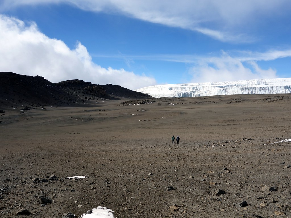 Crossing the northern crater to the Northern Icefield