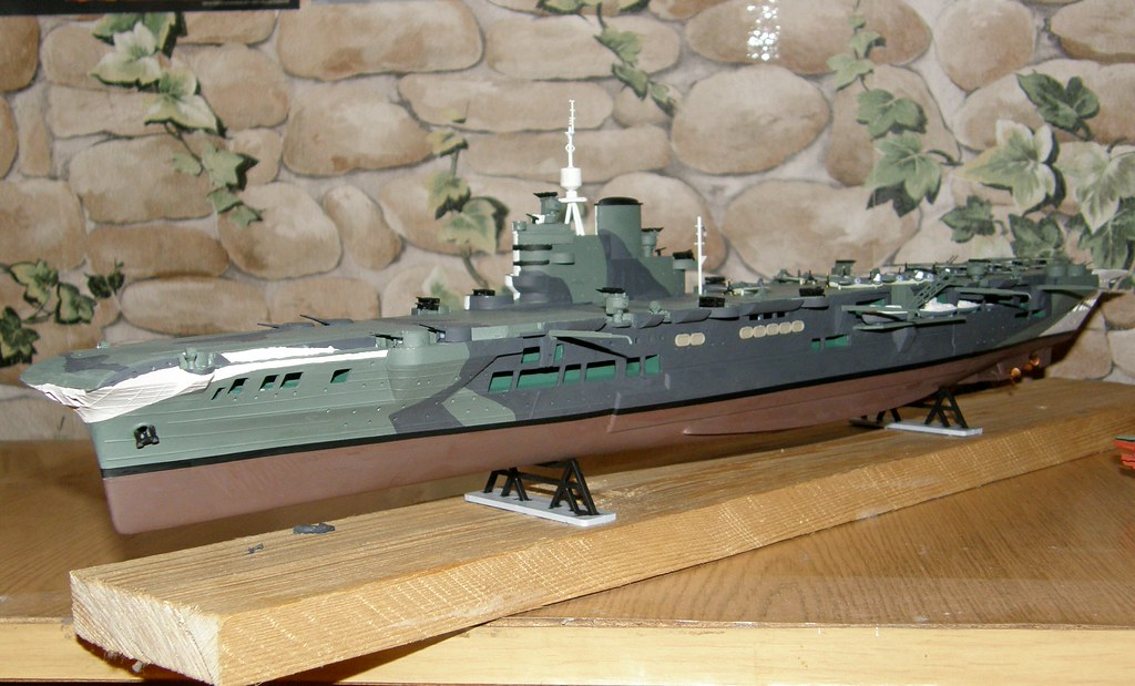 1/400 HMS Victorious by Heller | HMS Victorious (R38) was th… | Flickr