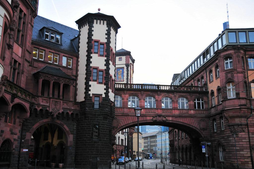 Frankfurt Rathaus and Seufzerbrücke
