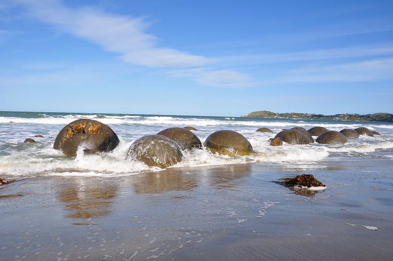 Moeraki boulder beach