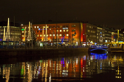 city blue winter red water night photoshop canon reflections göteborg lights bride vinter raw december sweden gothenburg sigma center afterwork sverige 28 bro job 2009 vatten jobb natt stad manfrotto monopod 30d blå röd cs4 ljus adobecameraraw brunnsparken 2470 reflektioner efterjobbet