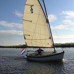 Cat rigged: gaff and boom, no jib Main sail: 14.8m2 Mast, boom and gaff: Oregon pine Mast foot with quick lock Lazy jacks One-person handling