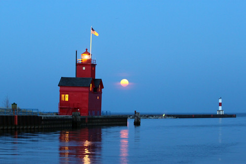 blue moon lighthouse holland water scenic greatlakes westmichigan