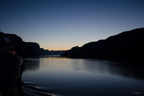 fjord hurtigruten lysefjord nachtaufnahme nightshot norway norwegen rogaland spitzbergentravel vestlandclassic wasser water no