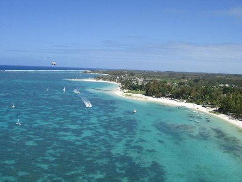 belle mare beach mauritius