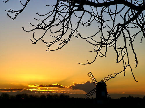 uk sunset england sky orange sun black tree windmill silhouette clouds photography gold evening interestingness topf50 bravo horizon chilterns sails topv222 explore algo twigs ivinghoe explore188 thechilternhills 80116 saariysqualitypictures ivinghoewindmill