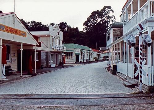 street newzealand 1991 deserted touristattraction tauranga bayofplenty historicvillage