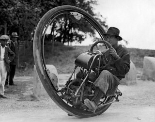 Eénwielige motorfiets / One wheel motor cycle | by Nationaal Archief