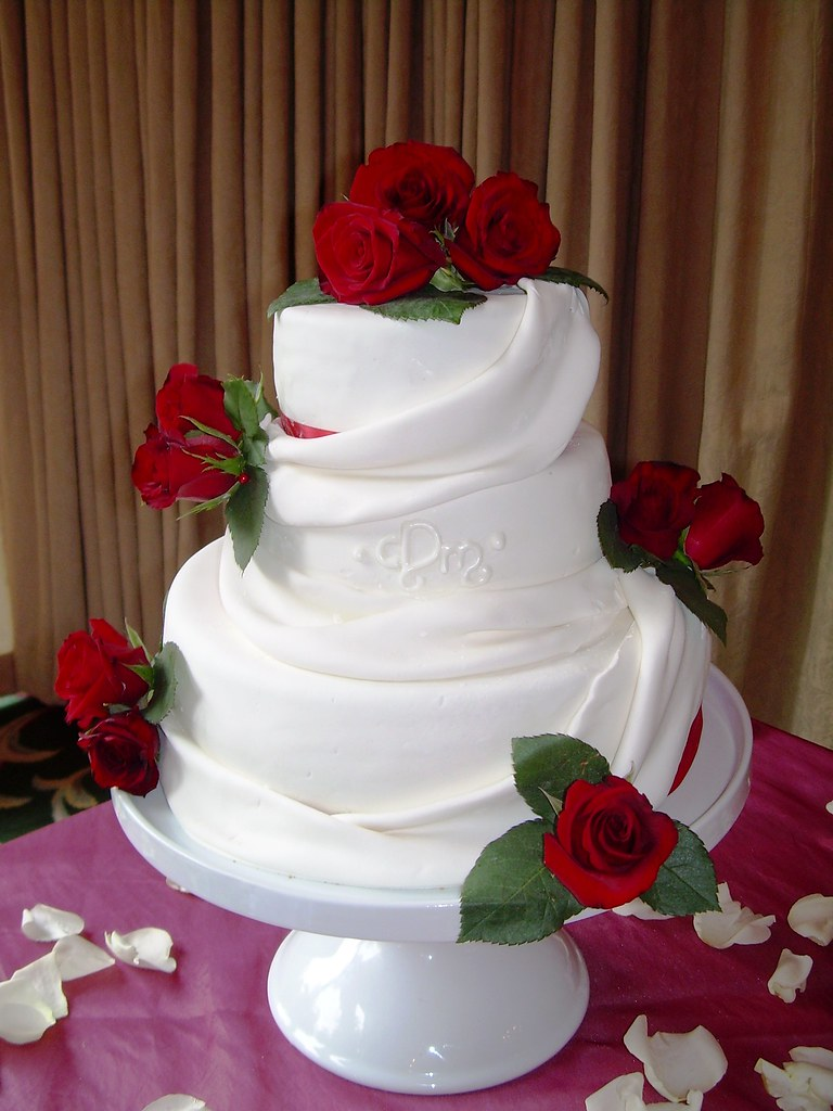 Red Roses Wedding Cake Vancouver B C Www Sugarfixcakes Co Flickr