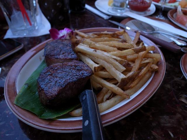 <p>ステーキもボリュームたっぷり</p>