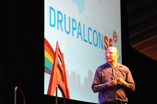 ChX in front of the DrupalconSF projection | by muir.ceardach