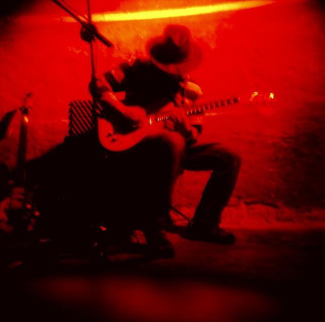 lone guitarrero