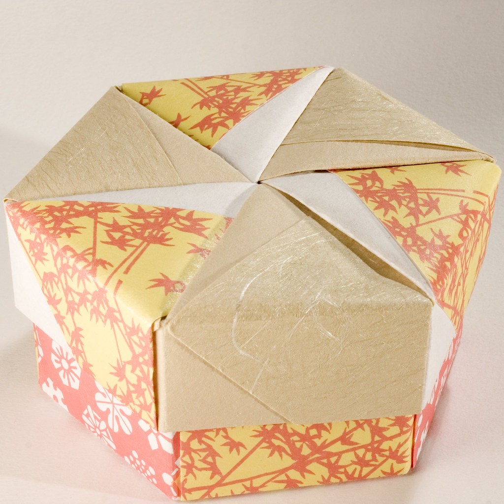 Origami Present Gift Box Tutorial - DIY - Paper Kawaii - YouTube | 1024x1024