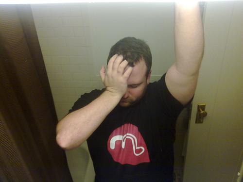 Mobbler t-shirt wearing