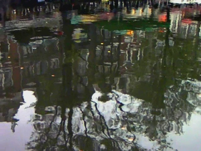 Chimes Swans and Reflections of Amsterdam - Carillones Cisnes y Reflejos de Amsterdam - Carillons Cygnes et Reflets d'Amsterdam - Video