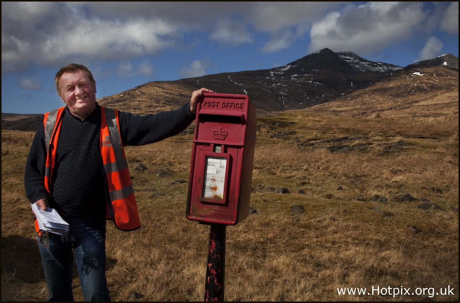 post,man,postman,isle,mull,scotland,west,islands,inner,hebrides,sea,letterbox,letter,box,red,mountains,UK,britain,royal,mail,postie,posty,bus,postbus,highway,road,interesting,people,person,persons,persona,interesante,edinbrugh,hotpix!