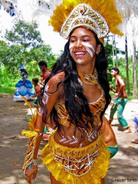 girl singing in laranjal do jari