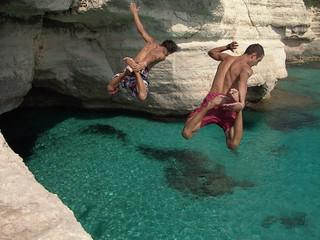 Two boys jumping & diving. Dos chicos saltando al agua. | by Xosé Castro